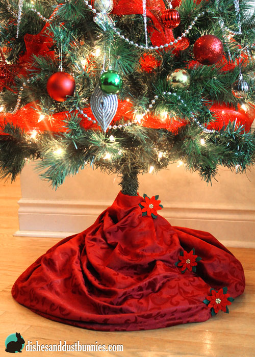 Dollar Store DIY No Sew Christmas Tree Skirt - Dishes and Dust Bunnies