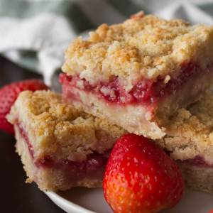 Strawberry Crumb Bars from dishesanddustbunnies.com