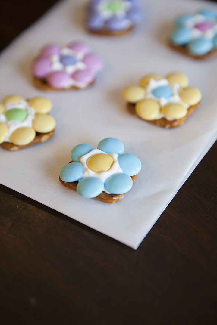 Spring Flower Pretzel Bites – Sweet and Salty Easter Treat from Princess Pinky Girl