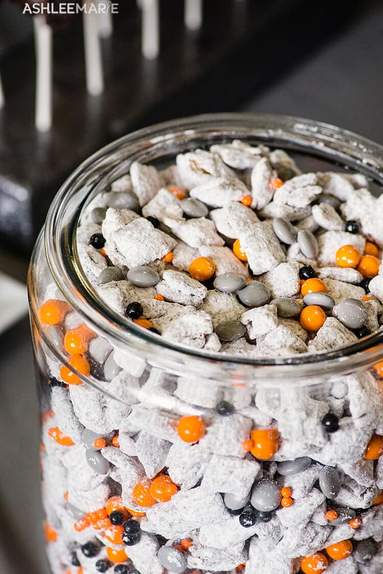 BB8 Muddy Buddies from Ashlee Marie