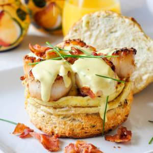 Benedict with scallops