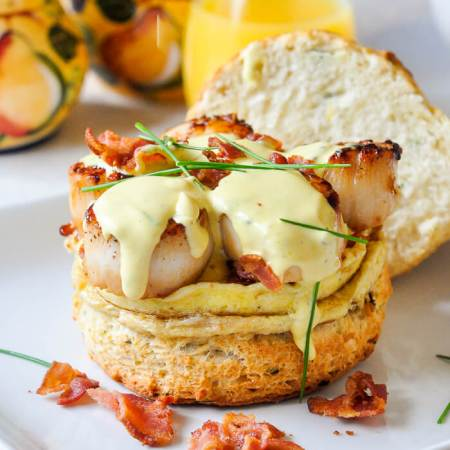 seafood breakfast - Benedict with scallops