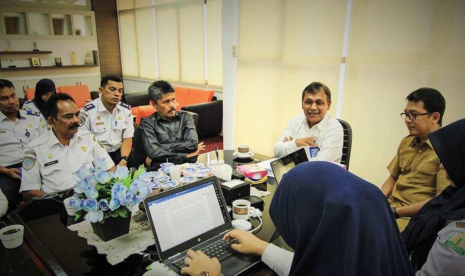 Suasana pertemuan Kadishub Aceh dengan Deputi BPKS dan beberapa instansi terkait di Ruang Kadishub Aceh.