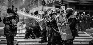 ¿Hacia el fin de la era dorada de la Democracia?