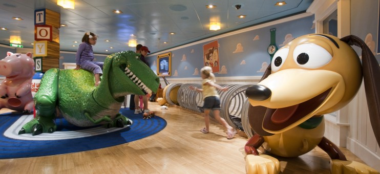 How Does the Dine and Play Program Work on the Disney Cruise Line?