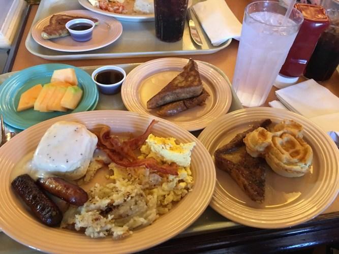 Breakfast buffet Plaza Inn Disneyland