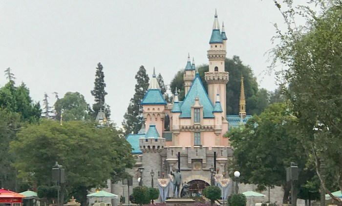 Disneyland from the Eyes of a Disney World Addict