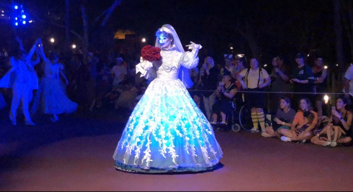 5 Great Reasons to Visit Mickey's Not-So-Scary Halloween Party!! 4