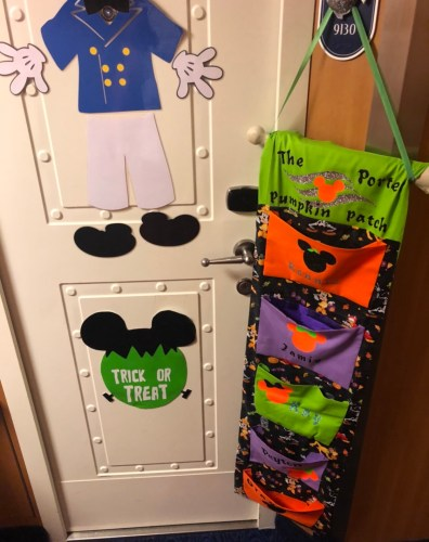 What Is The Fish Extender On A Disney Cruise? 4