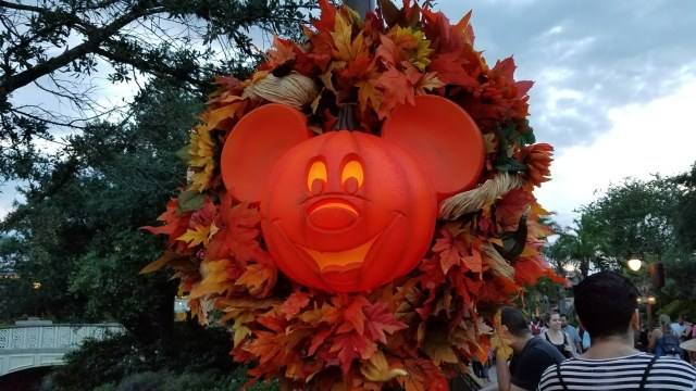 When are the fall decorations, merchandise and foods coming to Disney World? 1