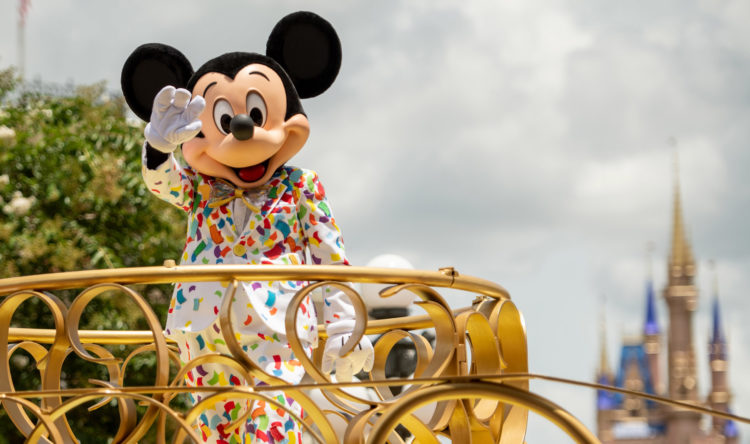 Disney World to Relax Face Mask Policy for outdoor photos