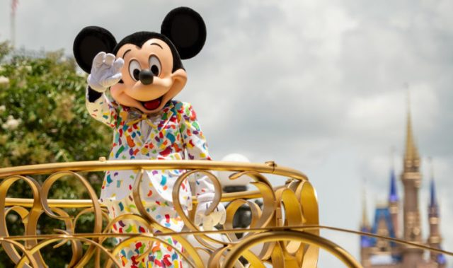 Disney World to Relax Face Mask Policy for outdoor photos 1