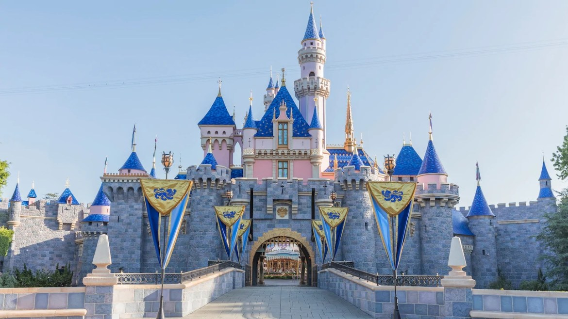 More Disneyland Resort Dining Locations Reopening in July!
