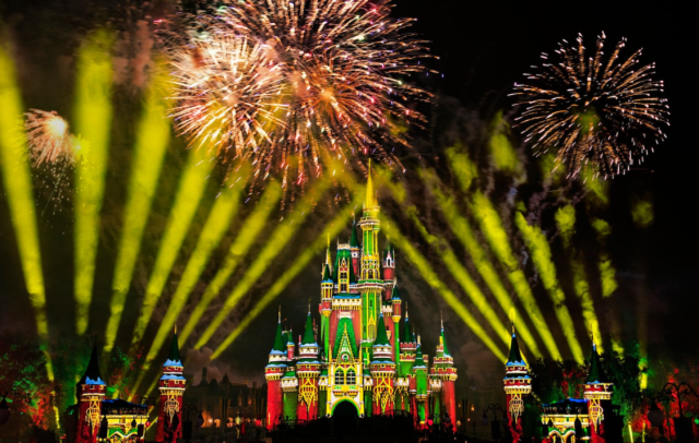What's the Difference Between Disney Very Merriest After Hours & Mickey's Very Merry Christmas Party? 1