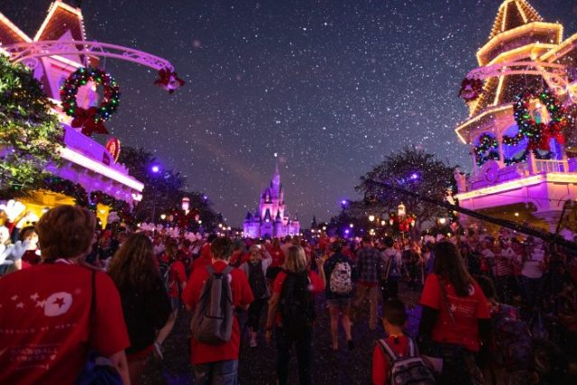 What's the Difference Between Disney Very Merriest After Hours & Mickey's Very Merry Christmas Party? 6