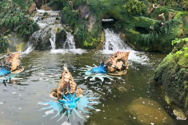 Pandora World of Avatar - Waterfalls and animals