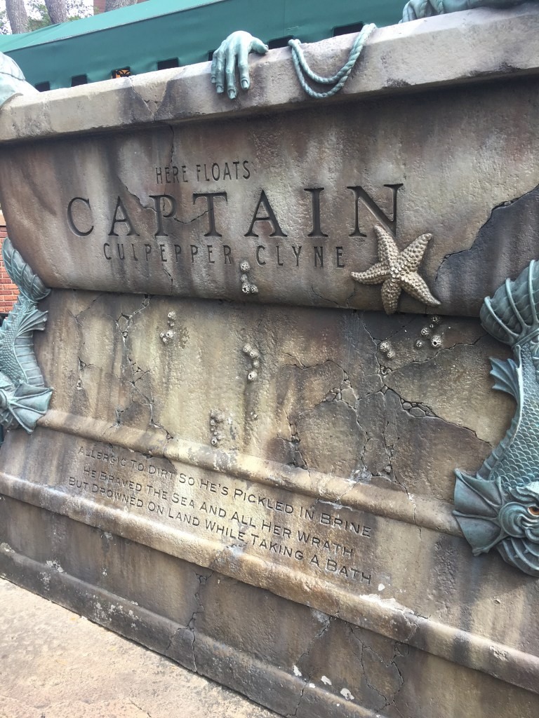 Captain - Haunted Mansion - Queue