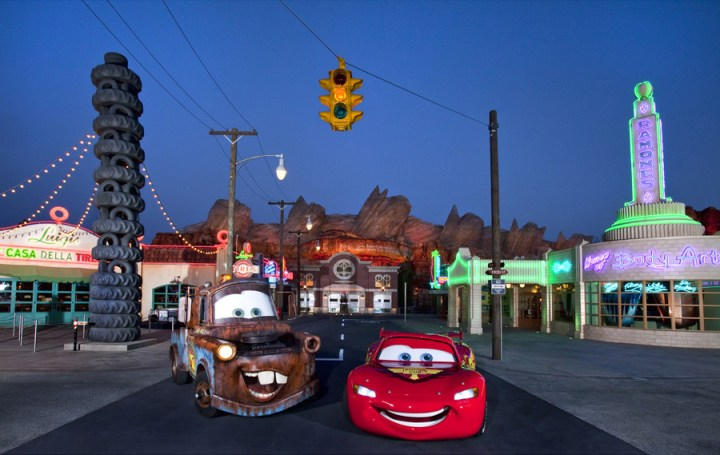 Lightning Mcqueen Mater Cars Land On Route 66 At Night