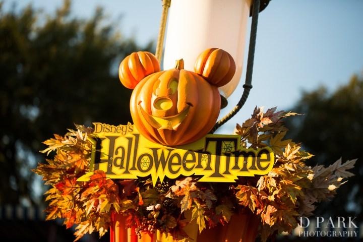 Mommy Mouse Baby Knightly Mickeys Halloween Party 2013 Disneyexaminer Halloweentime Sign Main Street Usa