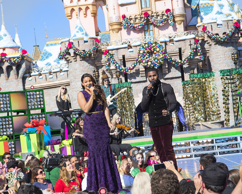 ABC Tapes Christmas Day Parade at Disneyland Again | DisneyExaminer