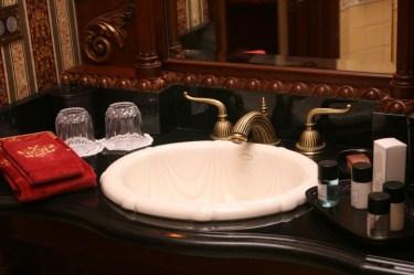 Disneyland Dream Suite Exclusive Tour Disneyexaminer Frontierland Bathroom