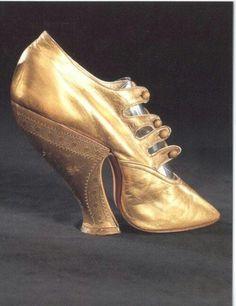 Picture via https://www.pinterest.com/amy_lynn47/victorian-shoes/