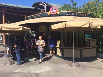 Disneyland Beginner Pin Traders Guide Disneyexaminer Downtown Disney Shop 2
