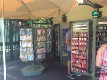 Disneyland Beginner Pin Traders Guide Disneyexaminer Downtown Disney Shop 3
