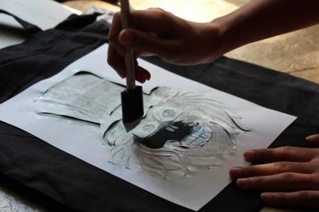 Hatbox-Ghost-DIY-Trick-or-Treat-Bag-Stencil