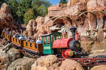 http://www.neverendingvoyage.com/disneyland-california-adventure-one-day-itinerary-adults/