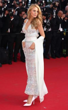 http://www.fashiondivadesign.com/wp-content/uploads/2014/05/blake-lively-is-winning-the-cannes-film-festival-red-carpet-chanel.jpg