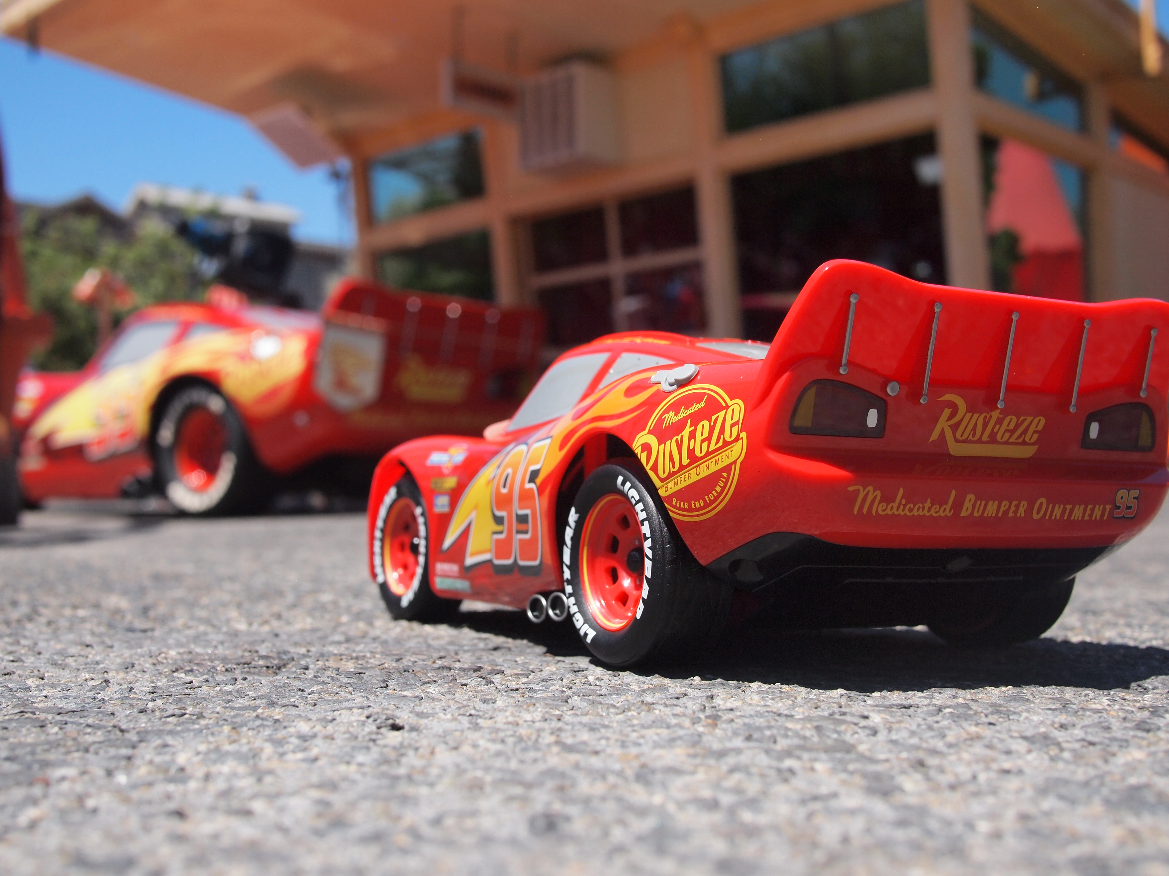 We took the most lifelike Lightning McQueen toy to Cars Land and had a photoshoot & We took the most lifelike Lightning McQueen toy to Cars Land and had ...