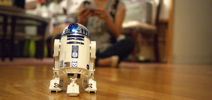 Sphero's R2-D2 and BB-9E app-connected droids are looking to connect