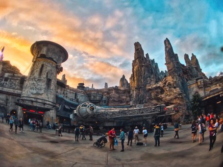 Sunsets on Batuu are truly out of this world. The orange color scheme paints the spires and buildings so beautifully.