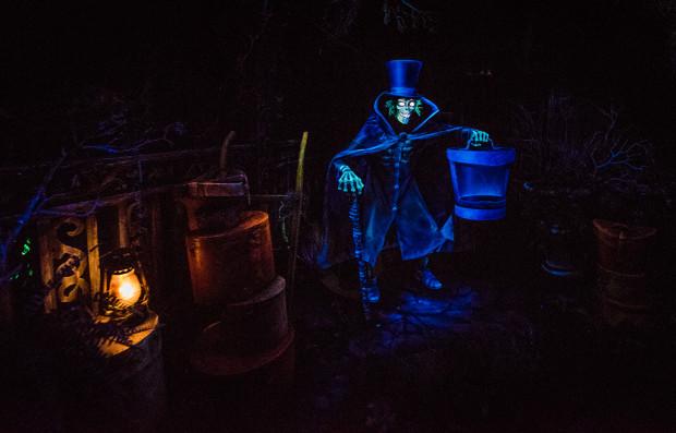 hatbox-ghost-disneyland-haunted-mansion-620x397