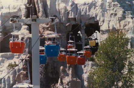800px-DisneylandSkyway