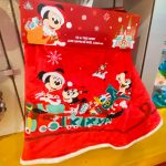 You Can Add A Touch Of Disney To Your Christmas Tree With These Beautiful Disney Tree Skirts Disney Fashion Blog