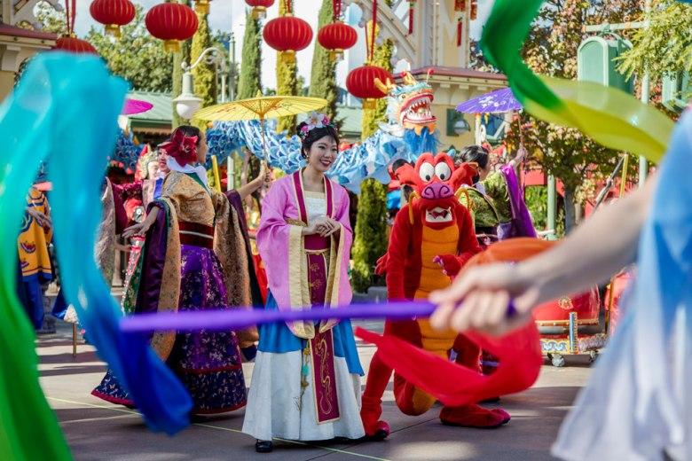 procesión de Mulán del año nuevo lunar