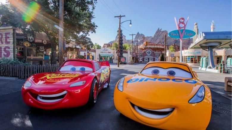 el rayo McQueen en Disneylandia