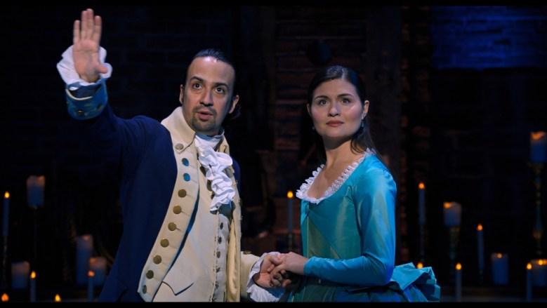 Lin-Manuel Miranda como Alexander Hamilton y Phillipa Soo como Eliza Schulyer