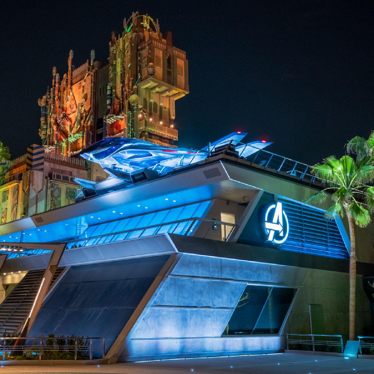 Mundo temático de Avengers Campus en Disneylandia