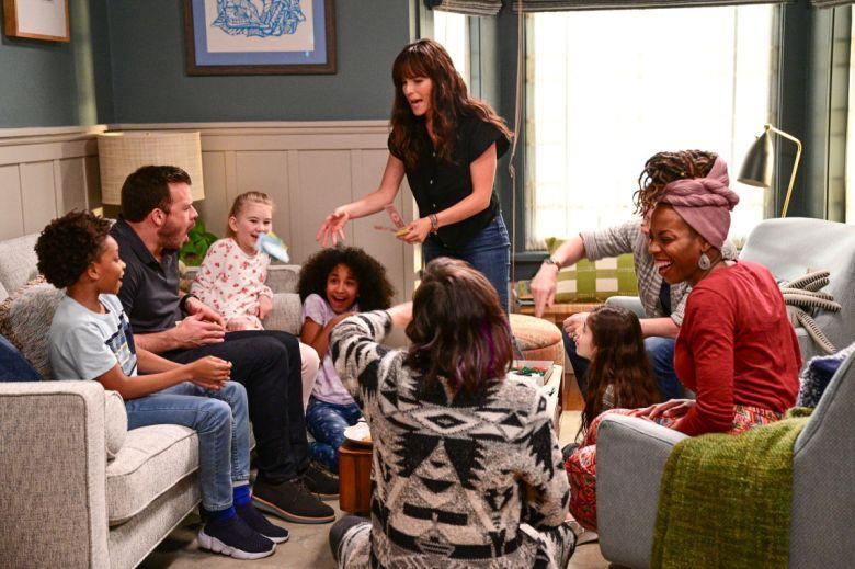 Familia en una escena de Home Economics