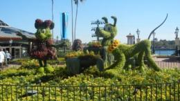 Minnie Mouse Pluto Topiary Epcot Disney