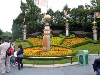 Disneyland Facts and Statistics
