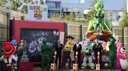 toy story land disneyland shanghai
