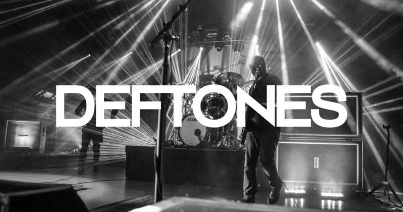 Deftones live image of the band