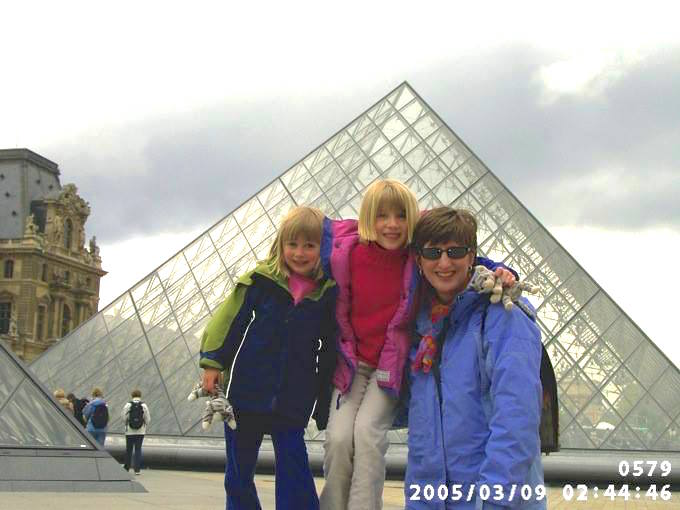 Cheryl and girls Louvre