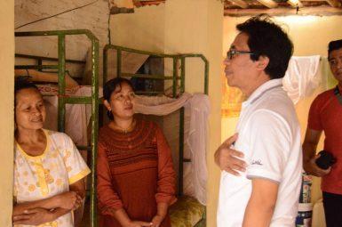 Wabup Kunjungi Rumah Roboh di Sukorambi (2)
