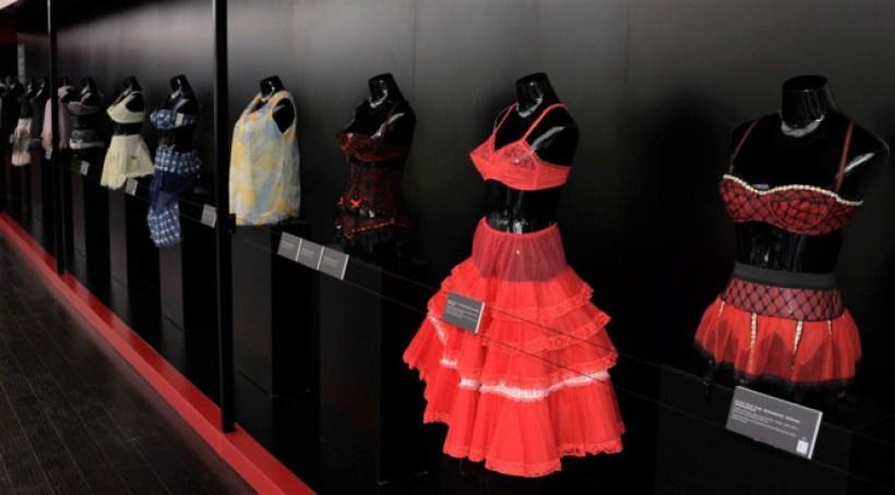 Nuits de Satin Shanghai LingerieJupons Soutien-gorge porte-jarretelles babydoll années 60