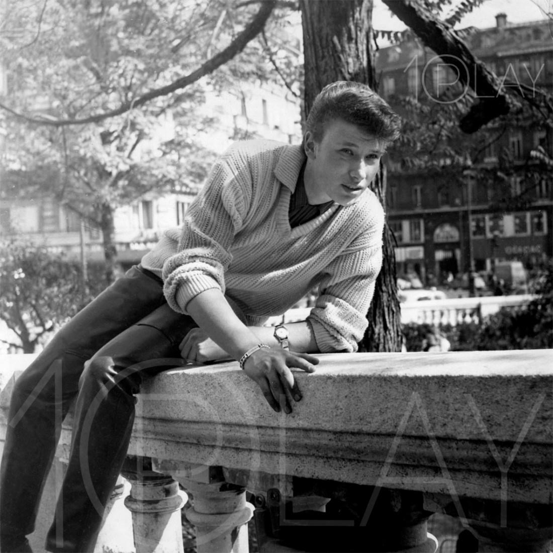 1960' Johnny Hallyday-Display-productions.com--balustre-église-Trinité